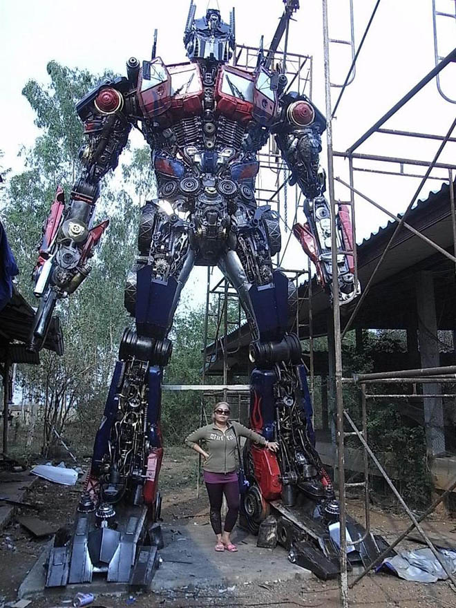 Made%20From%20Auto%20Parts%20By%20A%20Sculptor%20In%20Thailand - Real Transformer - Weird and Extreme